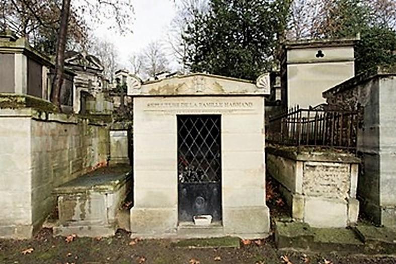 Cemetery Père-Lachaise in Paris, tomb Robert family, including Joseph Léon Paul Robert, born April 1849, death 1888/09/21 in Alger (iR6)