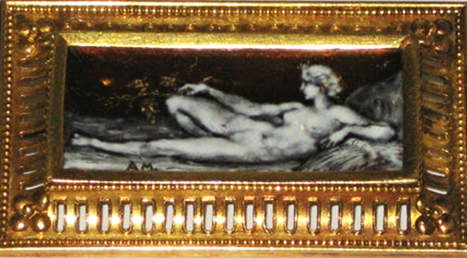 Alfred Meyer: 1870ca, British neo-classic enameled brooch, with an enamel plaque in grisaille technique, xx, xx (iR10)