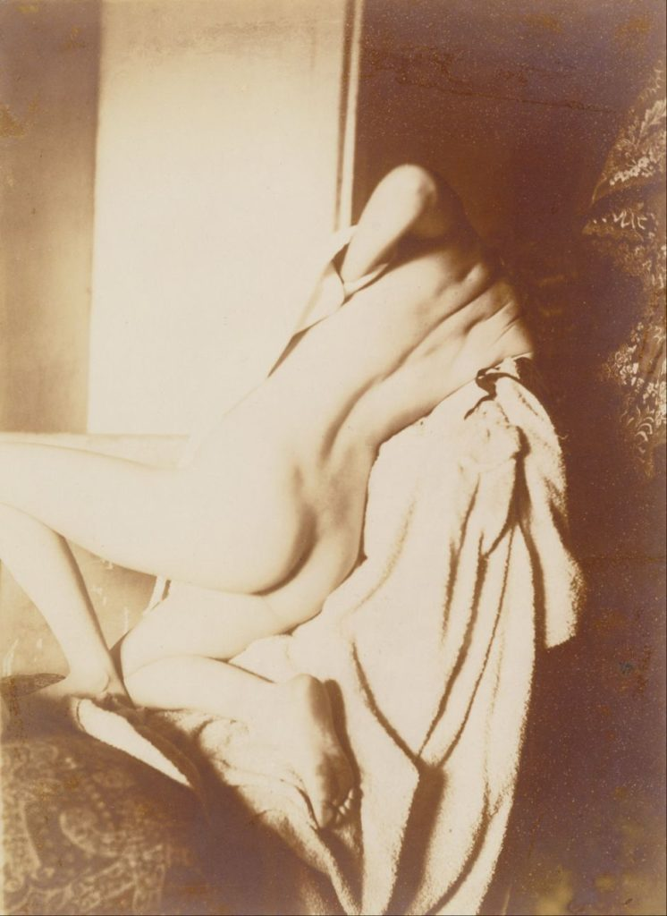 Degas, 1896, After bath (woman drying her back), photo, 17x12, PGM Los Angeles (iR35). Note the unnatural pose.